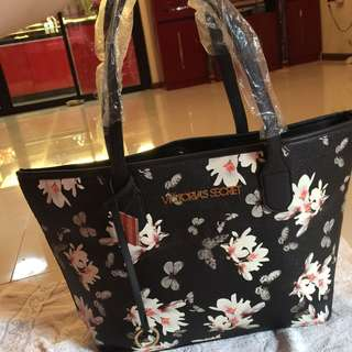 🌸BRANDNEW🌸 Victoria Secret Black Floral Tote Bag
