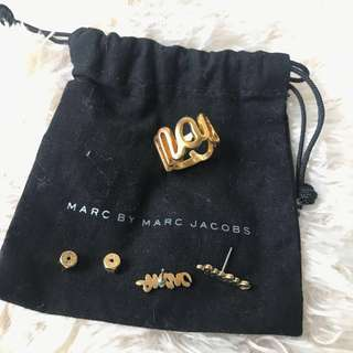 Marc by Marc Jacobs Set of Two - Marc Script Ring & Earrings in Gold Plated Brass with Original MBMJ Pouch
