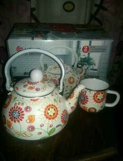 Set of Enamel Teapot dan Mug