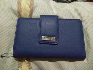 Reaction by Kenneth Cole wallet.  SALE!!!