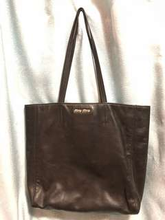 Miumiu黑色全皮手袋