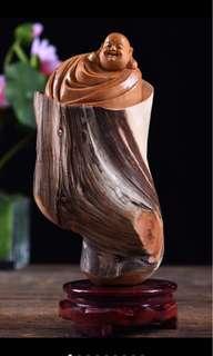 《 开心弥勒 》 太行崖柏双色料 精美纹路 大师精雕细作 随型雕刻 形态一流 造型美观大方 长11cm 厚7cm 高19cm
