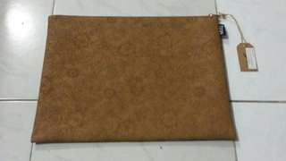 Typo Leather File Pouch