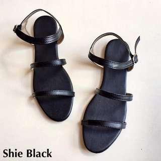 Shie Sandals - Black - Size 9