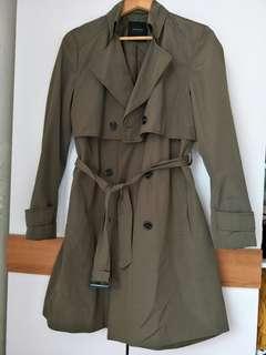 🚚 【現貨】Zara墨綠色風衣外套