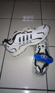 Sepatu laki laki