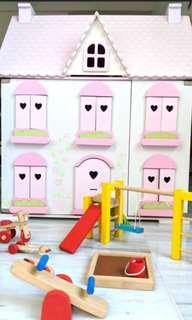 ROSEBUD Village Doll House