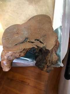 茗茶茶壺盛載之老木頭
