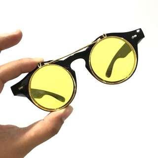 Flip up sunnies/sunglasses