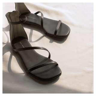 🚚 Mercci22 質感霧面細帶涼鞋 黑
