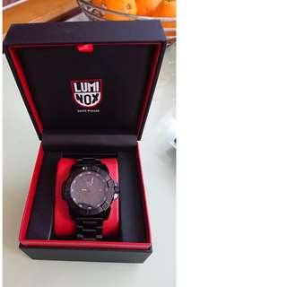 LUMINOX 3252 (MADE SWISS)手錶 99%新淨,原裝何貨,有保養。