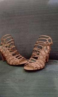 sepatu heels steve madden cream shoes
