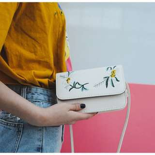 Free postage 🔥 Embroidery PU leather women slingbag
