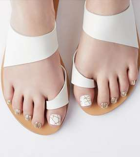 Dashing Diva Gold Trace Pedi Press On
