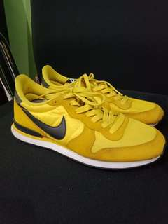 nike internationalist tour yellow black