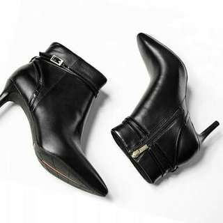 SALE!!! Boots by Rockport Size 36,37,38,39,40