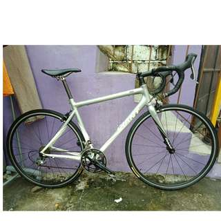 GIANT TCR ROAD BIKE (FREE DELIVERY AND NEGOTIABLE!) not folding