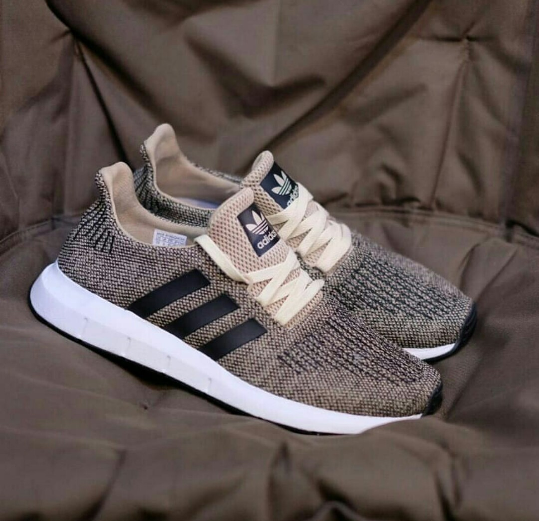 8b4ff893b01 ADIDAS SWIFT RUN RAW GOLD CORE BLACK