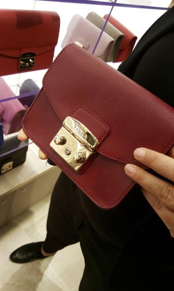 f4ffbe0a0 Furla Metropolis Mini Crossbody Ciliegia, Women's Fashion, Bags & Wallets  on Carousell