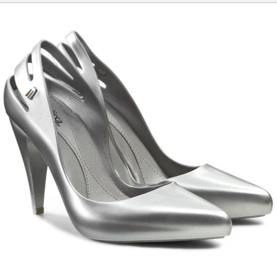 6026256126b4 Melissa Classic Heels in Silver