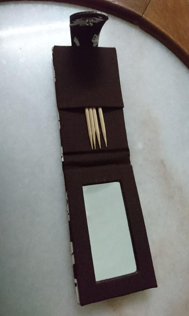 Pocket pouch mirror with toothpick slot