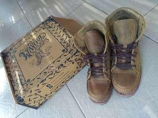 Sepatu boots merk wayout model kamba
