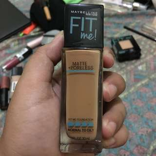 Maybelline Fit Me Matte Poreless in Toffee (330)