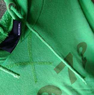 Jaket/Hoodie/sweater Bertoni bukan uniqlo