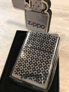 Zippo火機 格仔圖案 機身光面 全新未開膠紙套