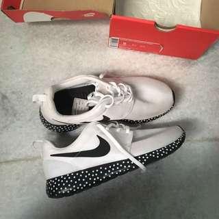 Nike Rosherun Print Size 40.5