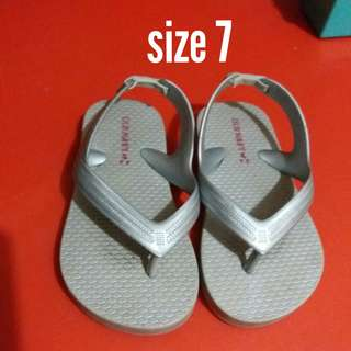 Old Navy Slippers s7