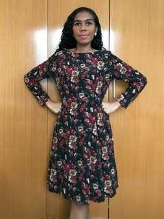 Vintage dress. Dress bunga.