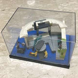 (‼️GSS SALES‼️) LEGO 76007 Stark Mansion come with Acrylic Case - Great for display your Ironman Collection Set up