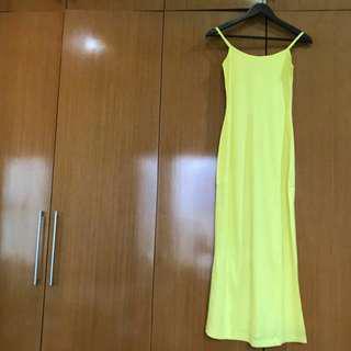 Long dress kuning. Dress pantai.
