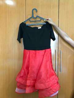 Sabrina dress. Hitam merah. Cantik elegan