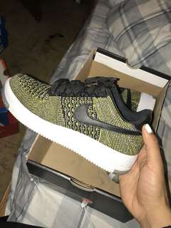 Nike flyknit air forces size 7 womens
