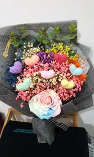 🚚 Crochet hearts bouquet