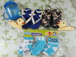 Baby's socks & walking shoes slippers