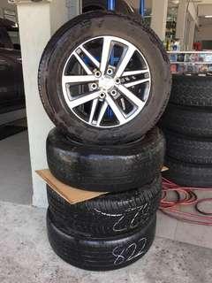Toyota hilux revo 2.8 origanal sport rim wit tyres