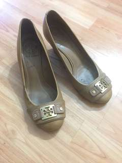 Tory Burch size 8 wedges