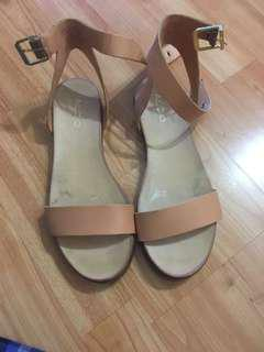 Also 7.5US sandal