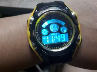 Sports watch can change the light color