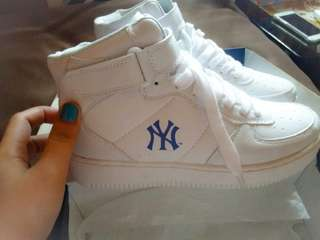New York Yankees Shoes ( Brand new )