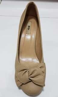 Mitju cream heels