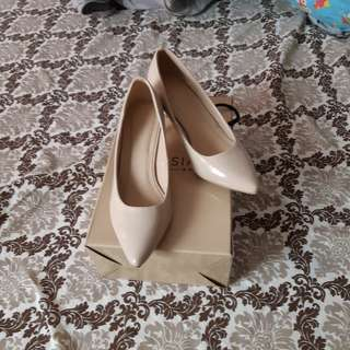*repriced Parisian sm dept store heels (closed)(nude)
