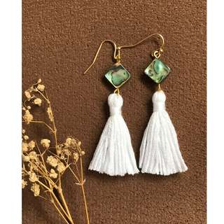 🚚 BN Tassel Ear Ring with Abalone Shell (White)
