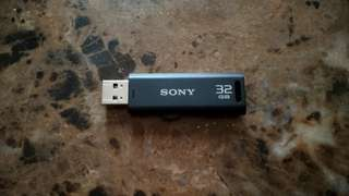 32GB Thumbdrive