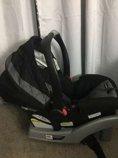 Graco Clik Connect Infant Car Seat with Bonus Car Base