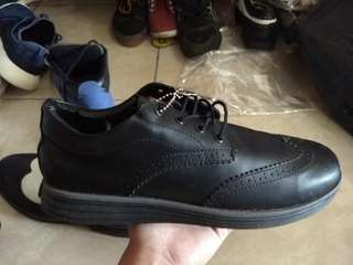 Sepatu low boot
