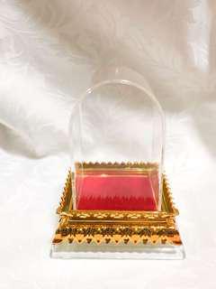 Amulet display car case